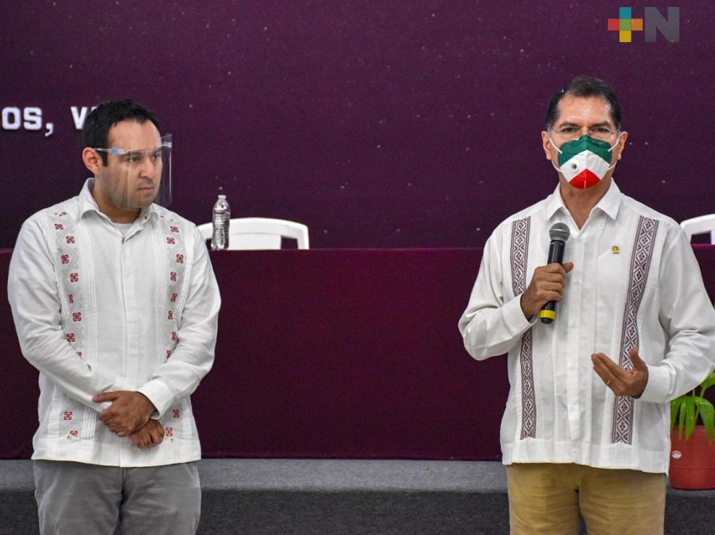 José Luis Lima, titular de Sefiplan y Víctor Manuel Carranza, alcalde de Coatzacoalcos